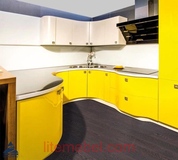 Кухня с крашенными фасадами Система RAL9001 матовый / RAL1023 глянец