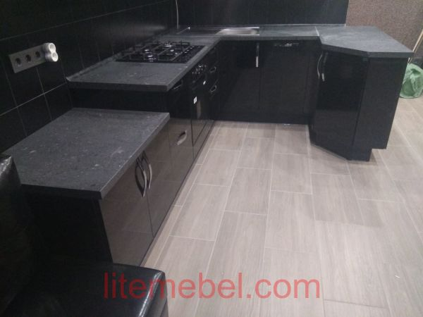 Кухня с пластиковыми фасадами, Проект № 3643
